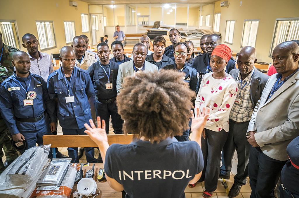 تلقّى أكثر من 200 موظف غيني من مناطق البلد الثماني تدريبا على الاستعداد والتنسيق والتعاون في مجال الأمن البيئي.