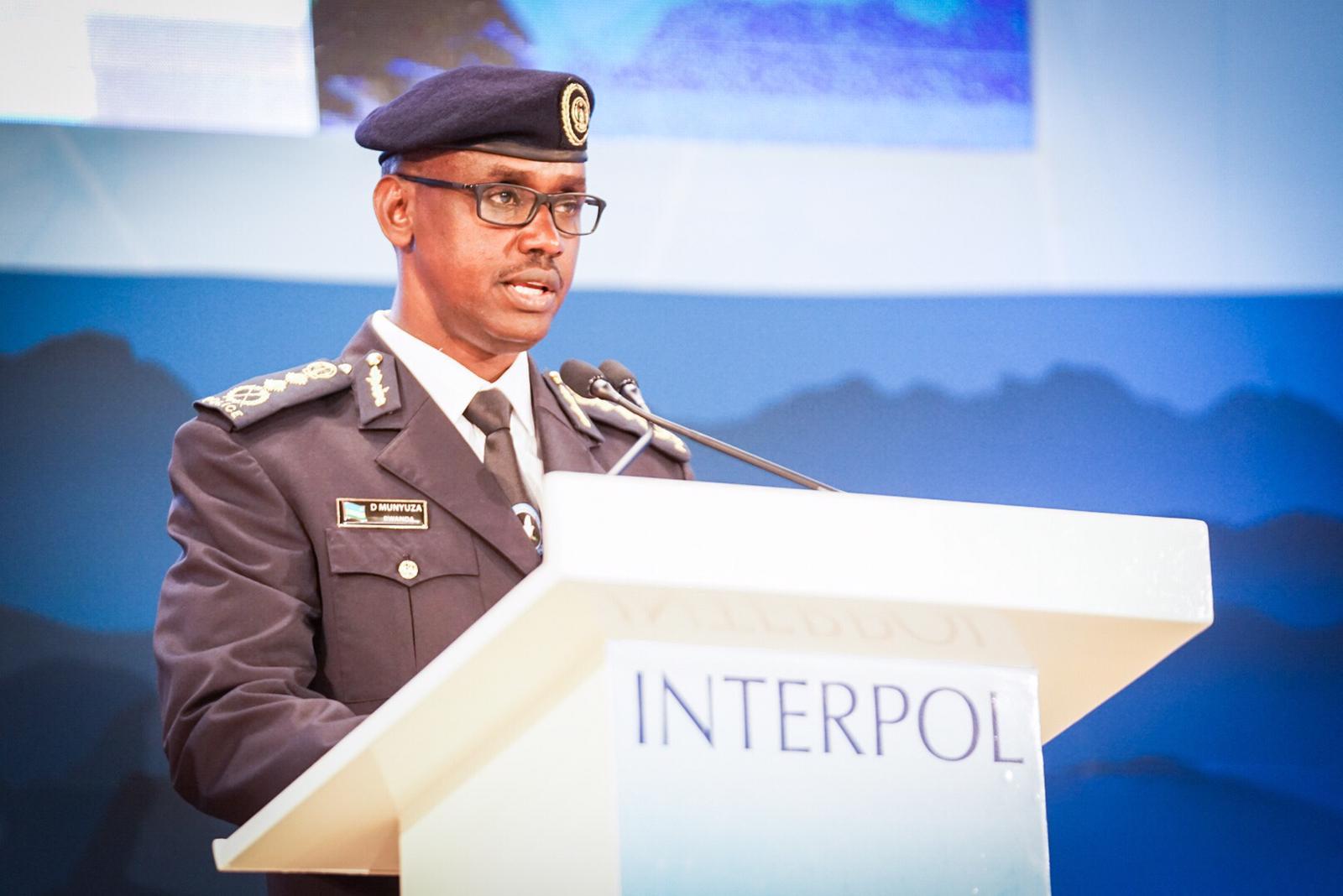 Le Directeur général de la Police nationale du Rwanda, M. Dan Munyuza, s'adresse aux délégués.