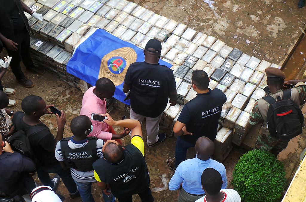 """""""Gracias a INTERPOL Guinea-Bissau es ahora más fuerte, ya que al aumentar nuestra capacidad de lucha contra la droga esta organización también ha reforzado nuestro sistema de justicia penal"""", afirmó la Jefa de la OCN de INTERPOL en Guinea-Bissau."""