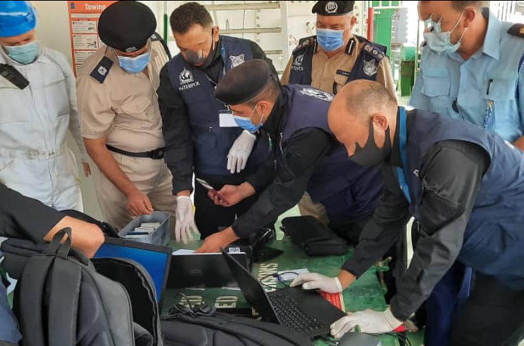 En el transcurso de las operaciones, los agentes de policía y aduanas coordinaron diversas actuaciones policiales en las fronteras y otros puntos críticos.