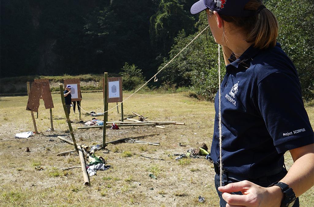 Ejercicio sobre el terreno durante el curso sobre la investigación consecutiva a una explosión, llevado a cabo en Nepal (noviembre de 2018)