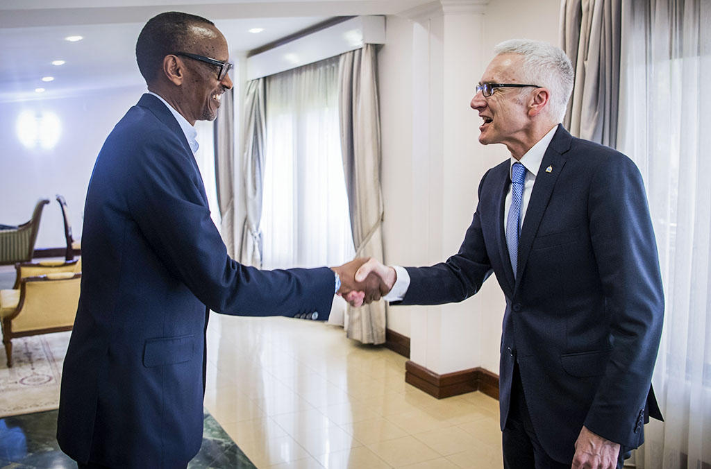 President of Rwanda Paul Kagame met with INTERPOL Secretary General Jürgen Stock following the Organization's African Regional Conference in Kigali.
