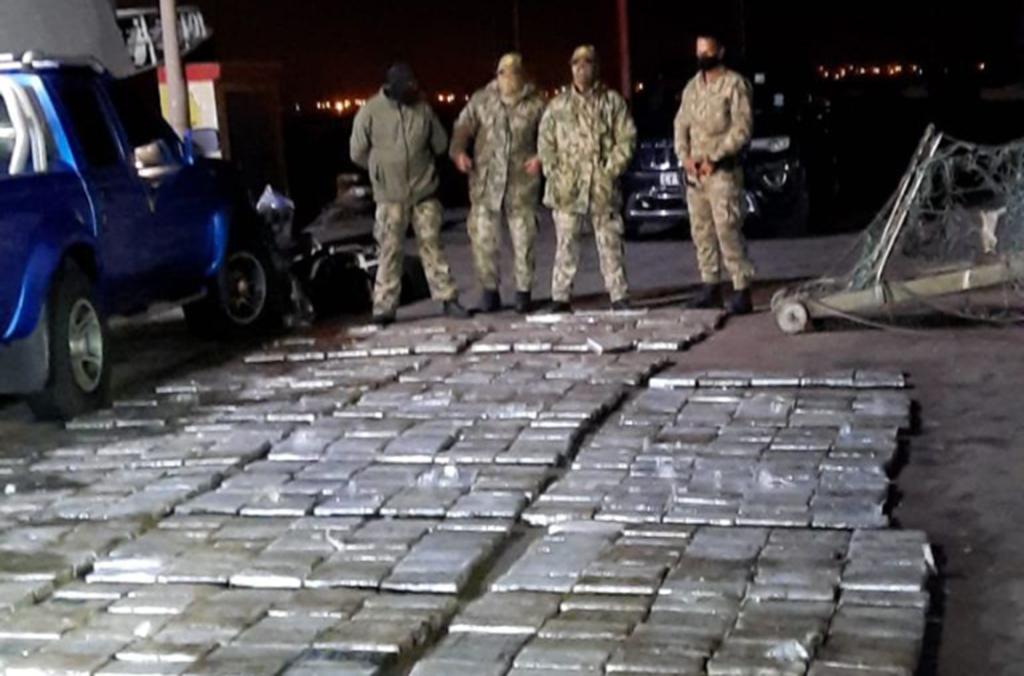 """""""Muy a menudo el tráfico de drogas es el desencadenante de muchos delitos violentos que hacen estragos en nuestra sociedad,"""" afirmó el Director de la Policía Nacional de Sudáfrica."""