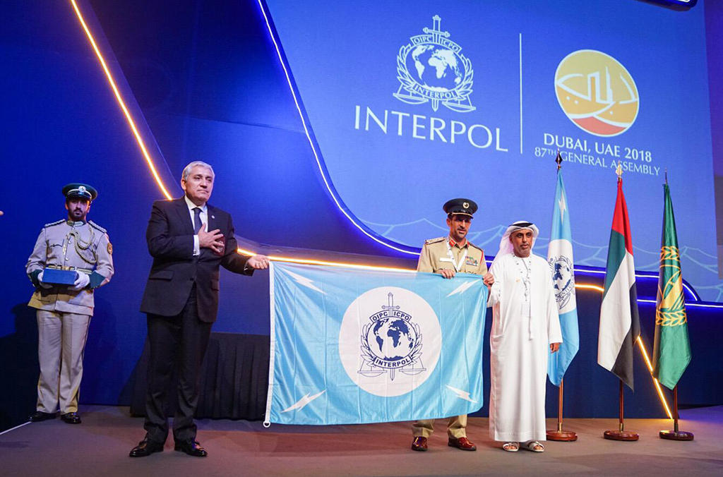 UAE hands over the INTERPOL flag to Chile who will host the 2019 General Assembly.