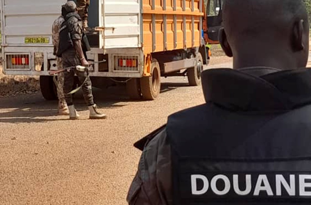Frontline officers carried out checks at smuggling hotspots: airports, seaports, and land borders (photo: Burkina Faso).