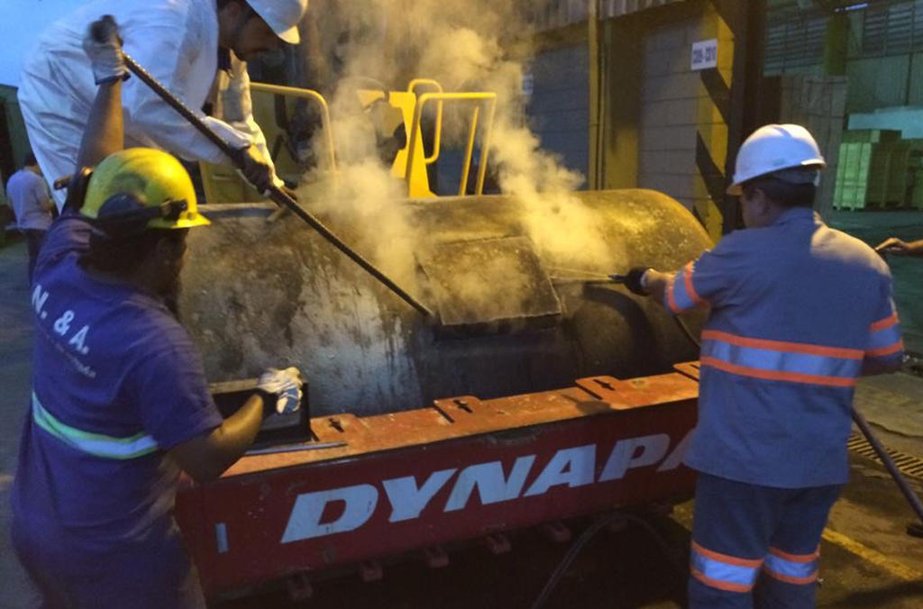 In Brazil, authorities in the port of Santos discovered almost 1.2 tonnes of cocaine concealed in a steamroller on a ship bound for Côte d'Ivoire.