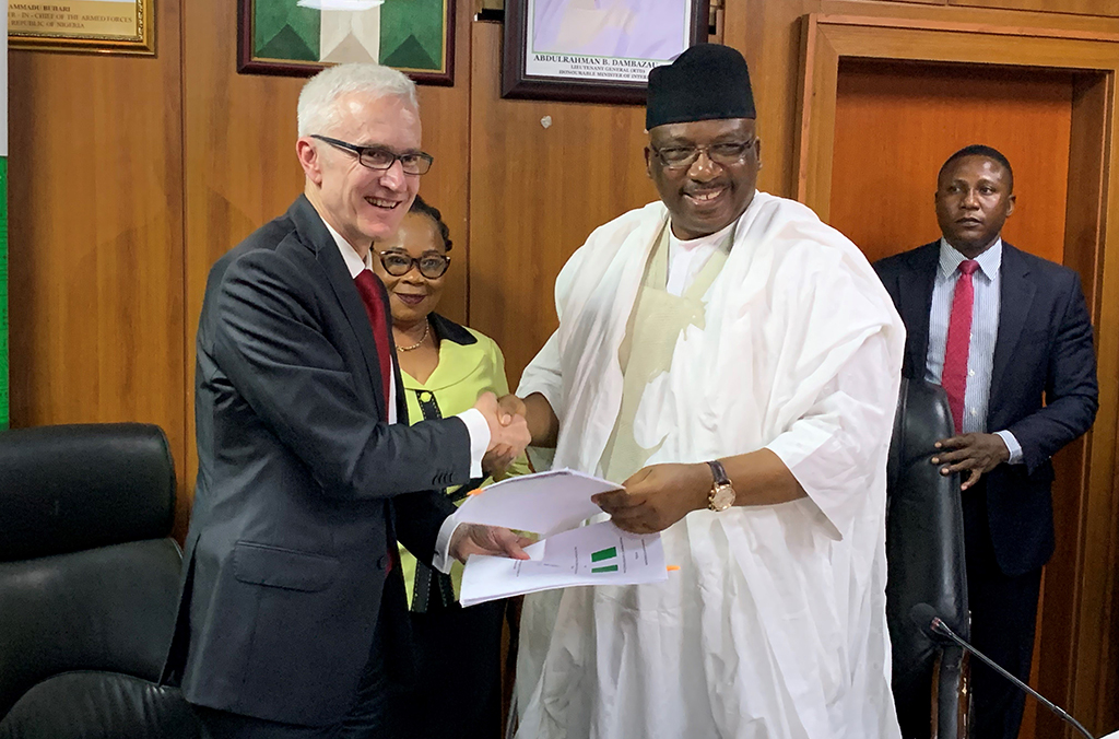 Nigeria's Minister of the Interior Abdulrahman Bello Dambazau and INTERPOL Secretary General Jürgen Stock signed an agreement for the West African Police Information System programme.
