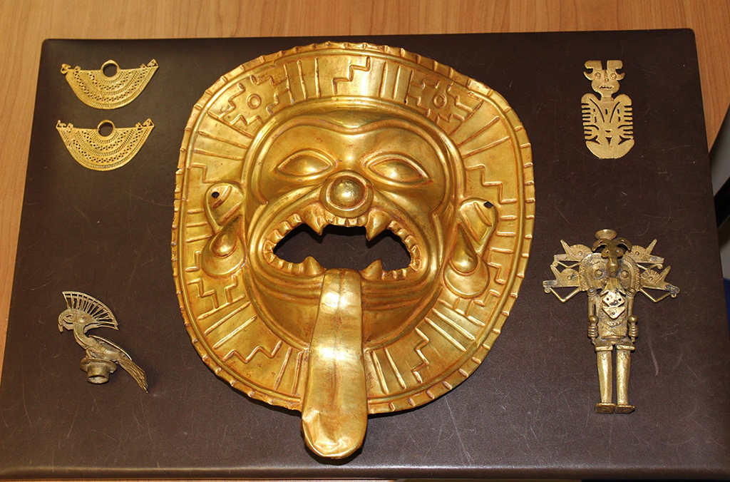 The Spanish National Police recovered a unique Tumaco gold mask.