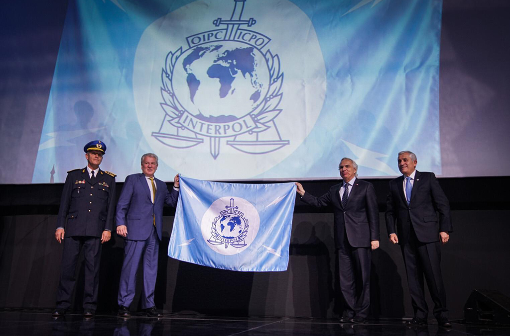 Host country Chile (right) hands over the INTERPOL flag to Uruguay (left), who will host the 2020 General Assembly.