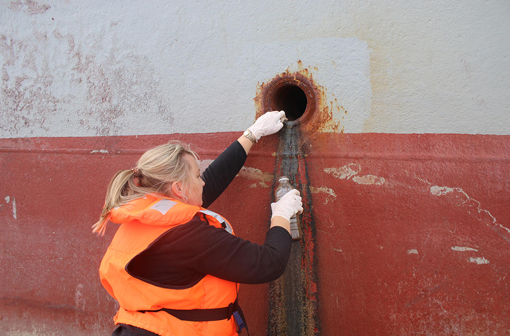 South African authorities take samples from ship pipe discharge to test for pollution