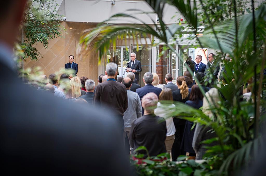 Según el Secretario General de INTERPOL, Jürgen Stock, el Día Internacional en Memoria de los Policías Caídos en Acto de Servicio es también la ocasión para que el público reflexione acerca de los sacrificios realizados por los agentes de policía de todo el mundo.