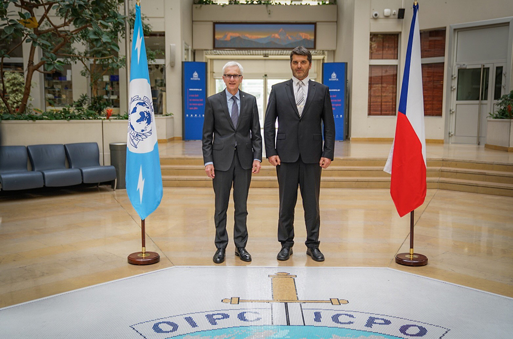 Police President Colonel Svejdar visits INTERPOL to hand over a drug database developed by the Czech Police