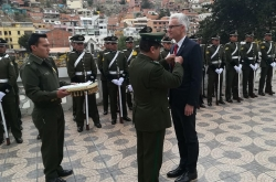 At a ceremony in La Paz, Bolivian authorities presented INTERPOL  Secretary General Jürgen Stock with the Gran Collar Institucional del Orden de la Policía Boliviana in recognition of the Organization's work.
