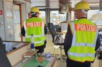 Los resultados provisionales de la operación hablan ya de más de 3 000 delitos, detectados a raíz de 17 000 inspecciones como la realizada en Alemania que se ilustra en esta fotografía.