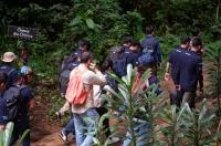 Participants en visite au sanctuaire de primates du Parc national de la Méfou.